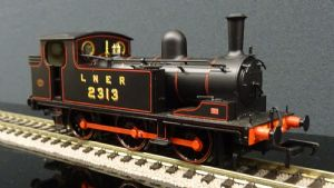 31-060S LNER BR J72 Tank 2313 Black with red lining